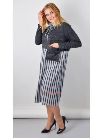 Стильне трикотажне плаття в полоску для повних жінок