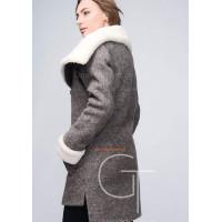 Стильное черное пальто за колено
