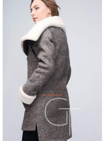 Стильне чорне пальто за коліно