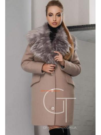Жіноче зимове пальто із хутряним коміром