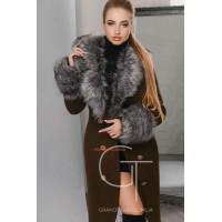 Удлиненное женское зимнее пальто на пуговицах