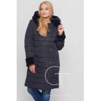 Зимове жіноче однотонне пальто з хутром батал