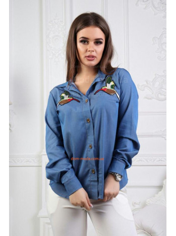Джинсовая рубашка с принтом