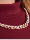 Стильне плаття з золотим ланцюжком