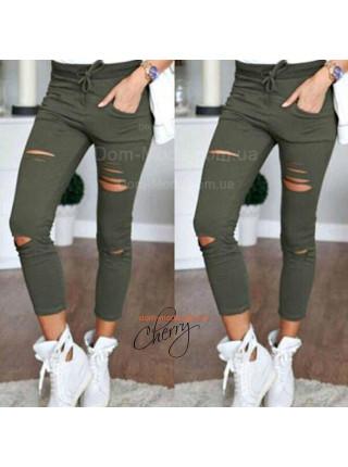 Укороченные штаны с дырками