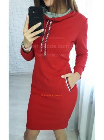 Короткое женское платье с карманами в спортивном стиле