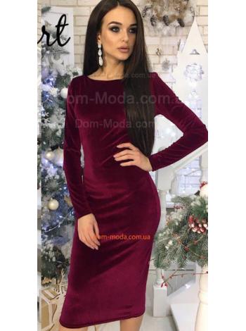 Недорогое бархатное платье с открытой спиной
