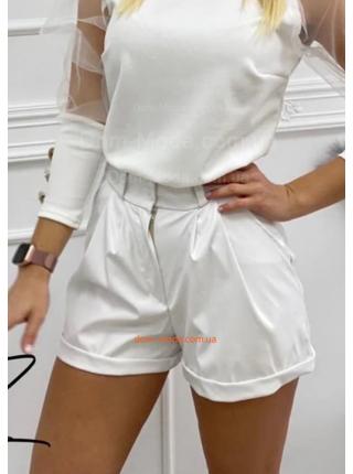 Короткие модные кожаные шорты