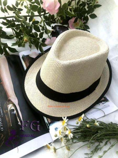 Модний жіночий капелюх челентанка