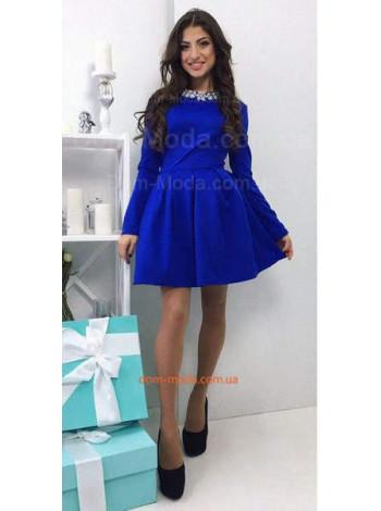 Нарядное короткое платье с камнями
