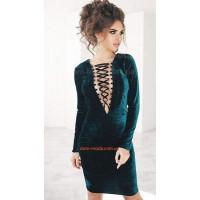 Стильное велюровое мини платье с эффектным декольте