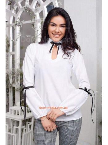 Женская белая блузка  с черными бантиками