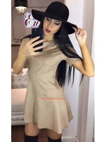 Короткое замшевое платье с коротким рукавом