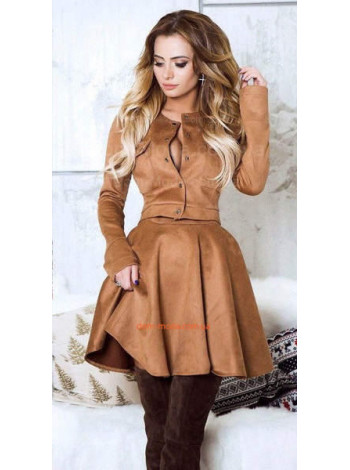 Модный женский костюм с юбкой из плотной замши