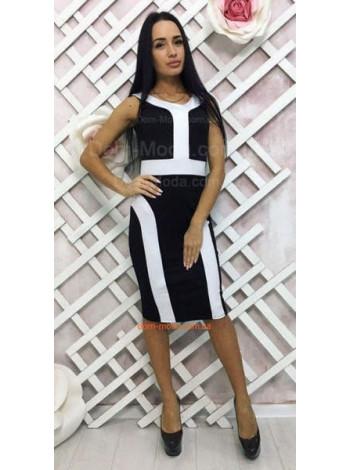 Женское платье футляр черного цвета с белыми вставками