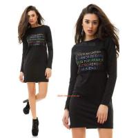 Стильное короткое платье с неоновыми буквами