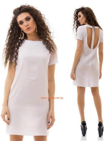Короткое летнее платье с небольшим рукавом и открытой спиной