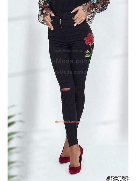 Женские стильные черные джинсы с вышивкой