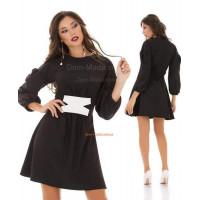 Короткое женское платье с белым переплетом