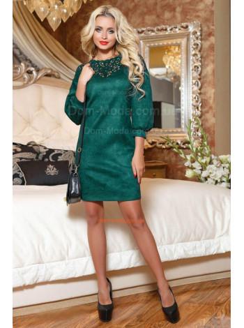Красивое женское платье из замши