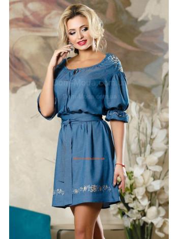 Женское короткое летнее платье с вышивкой