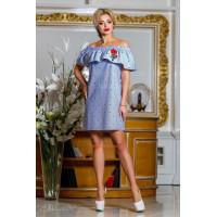 Коротке жіноче плаття із відкритими плечима і вишивкою на літо