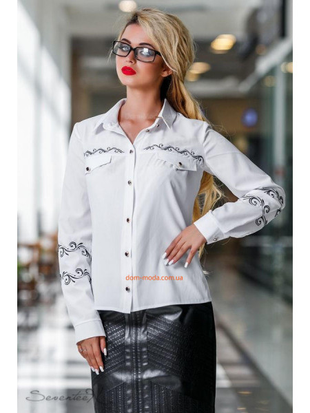 Стильная блуза белого цвета с вышивкой