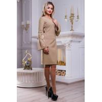 Женское прямое платье с эффектными рукавами
