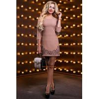 Классическое платье футляр с вышивкой