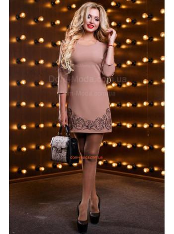 Класичне плаття футляр із вишивкою