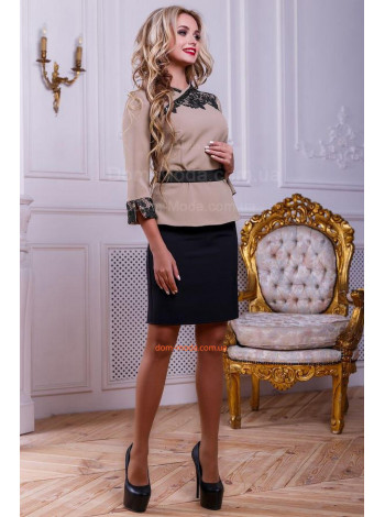 Женский красивый деловой костюм с юбкой