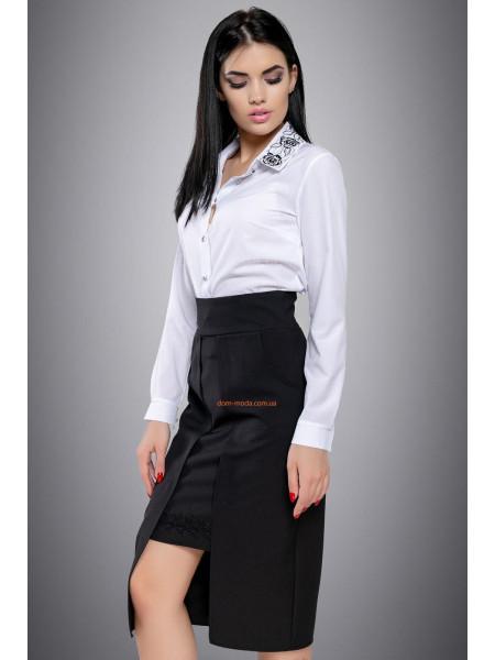 Однотонная блуза с вышивкой для полных