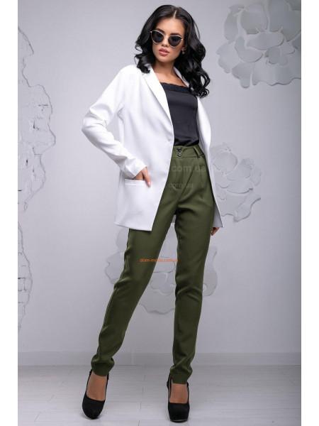 Стильный костюм с удлиненным пиджаком и брюками