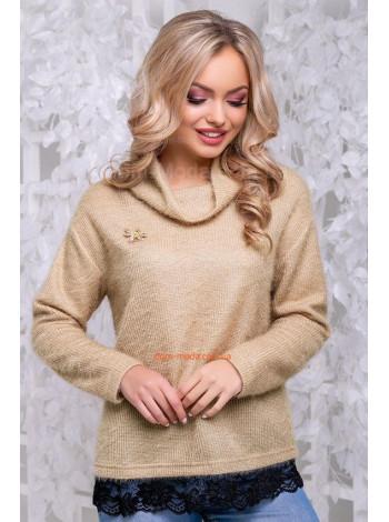 Стильный свитер с  брошкой и кружевом