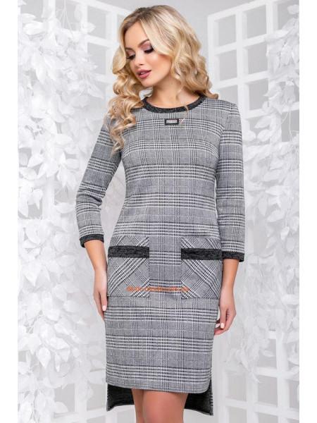 Жіноче асиметричне плаття в клітинку