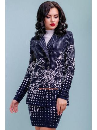 Женский костюм с юбкой и удлиненным пиджаком