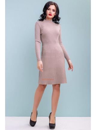 Стильное платье вязка бежевого цвета