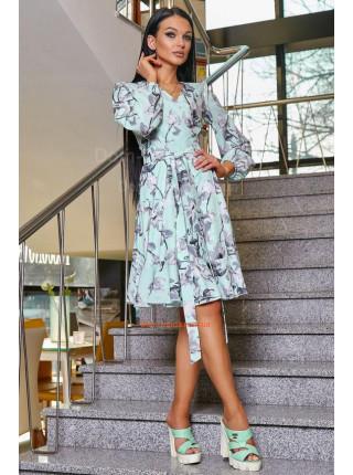 Красивое платье с поясом и рукавом в принт