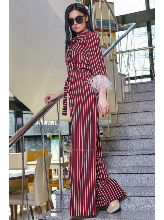 Жіночий оригінальний костюм в полоску і пір'ям