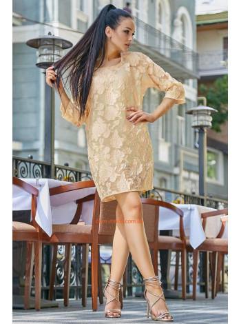 Короткое нарядное платье с рукавом три четверти