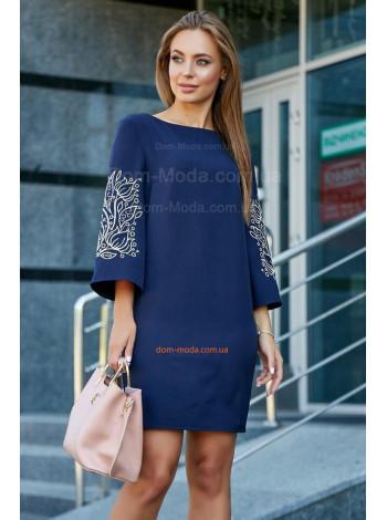 Коротке модне плаття із вишивкою на рукаві