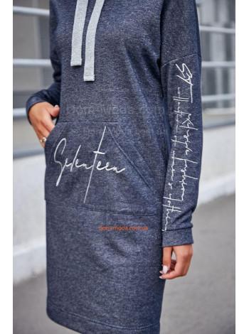 Модне жіноче плаття в спортивному стилі для повних дівчат