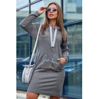 Коротке жіноче плаття в спортивному стилі