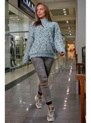 Теплый женский свитер с высоким горлом