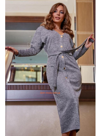 Модне жіноче плаття на ґудзиках