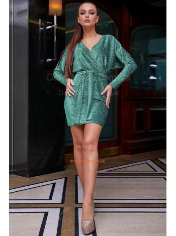 Короткое вечернее платье с длинным рукавом и декольте