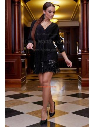 Вечірня сукня із декольте і бахромою
