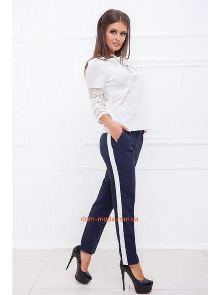 Деловые брюки с лампасами