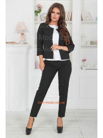 Жіночий діловий костюм з брюками