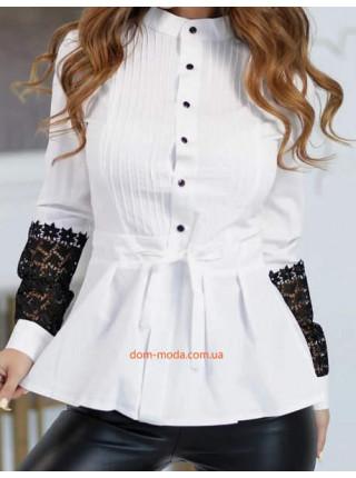 Жіноча блузка з чорним мереживом